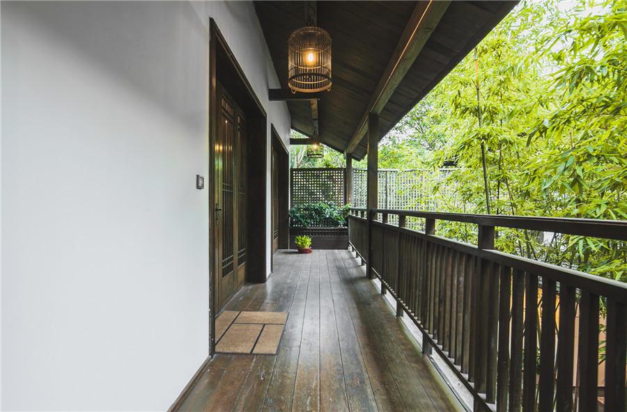 摄图网_500736104_banner_中式古典风格的阳台走廊(非企业商用).jpg