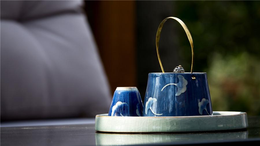 摄图网_500742604_banner_阳台上的茶具(非企业商用).jpg