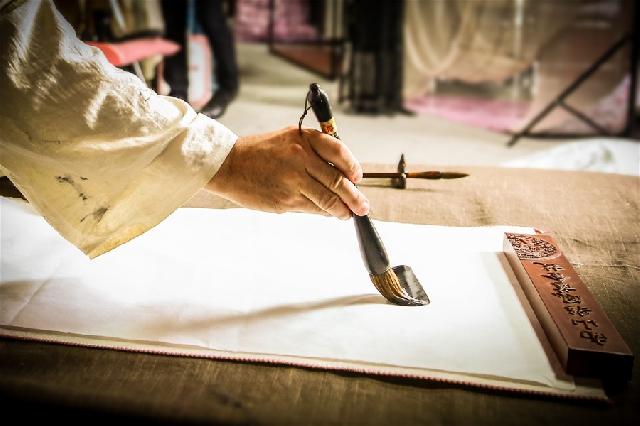 名鼎檀红木新中式家具:逸芳——隶书,一根线条的悠扬流动